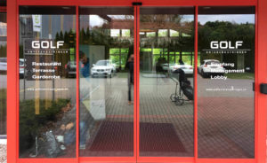 Eingangsbeschriftung Glas-Türen