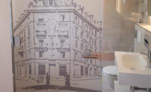 Sichtschutz in Hotelzimmer mit bedruckter Folie